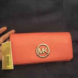 Carryall Michael Kors Leather Wallet